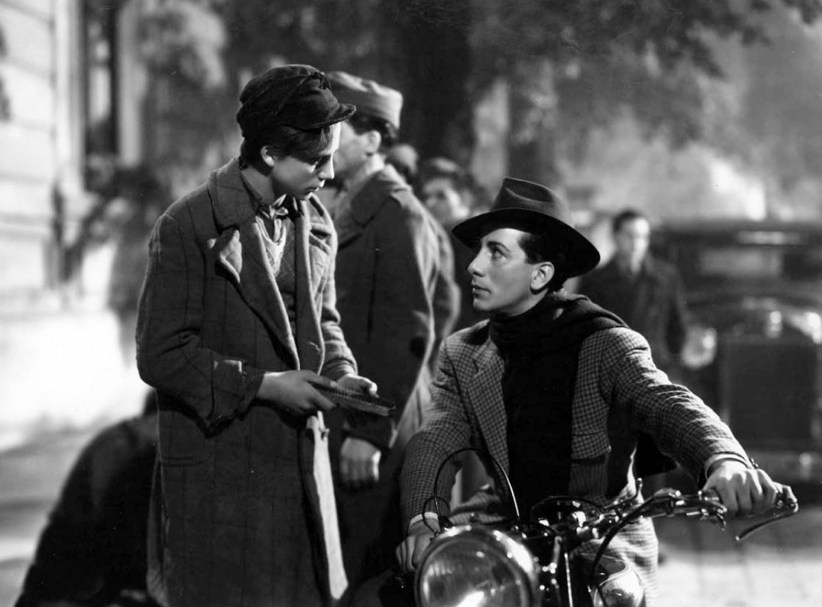 italian film and neorealism Here's your 10-film primer on one of film history's most important movements: italian neorealism in the aftermath of the second world war, italian filmmakers took to the streets to film stories about ordinary people living in a country devastated by the war.