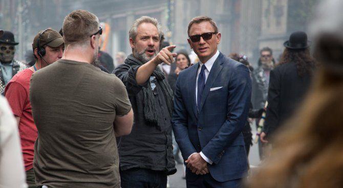 Il regista Sam Mendes e Daniel Craig durante le riprese di Spectre